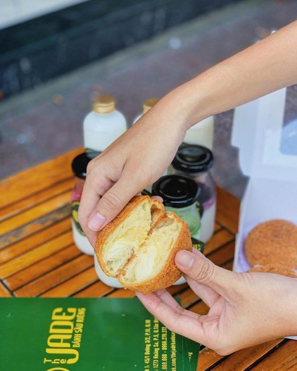 Ảnh 6: Bên trong của nhân bánh su sầu riêng đây