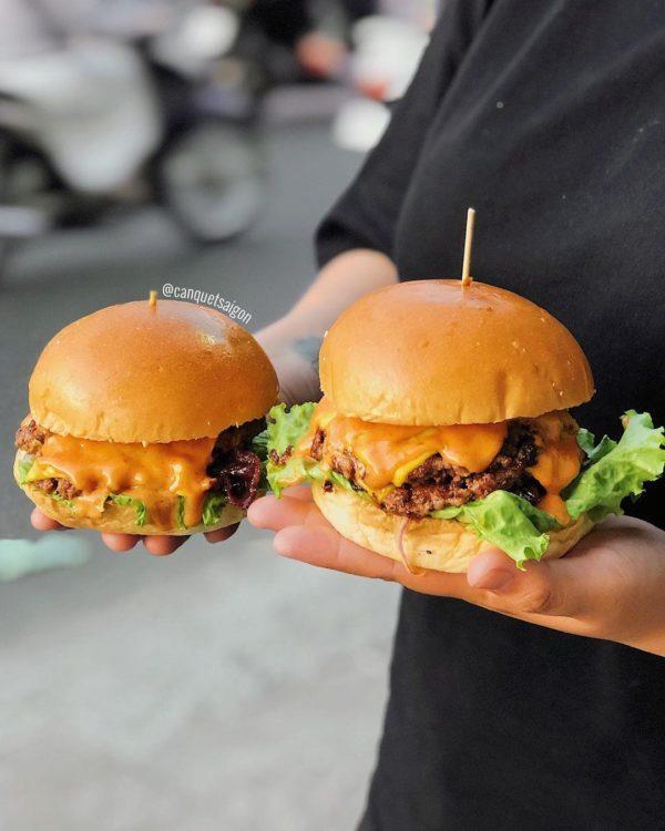 Ảnh 3: Burger bò sốt BBQ