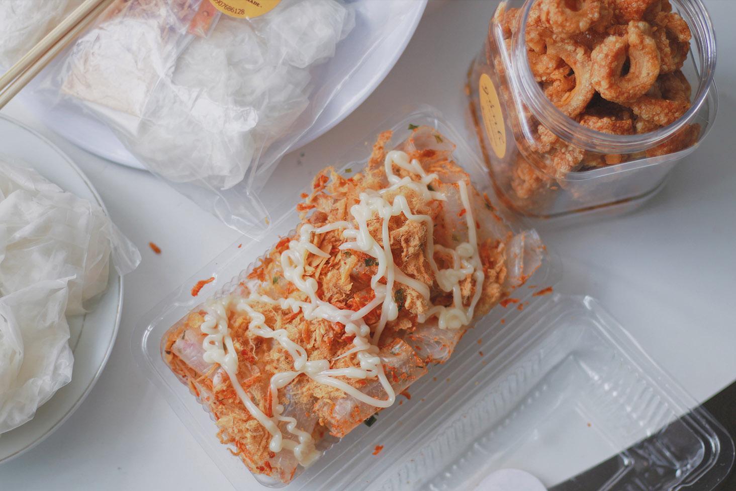 Ảnh 6: Bánh tráng cuộn tôm sốt bơ béo ngậy