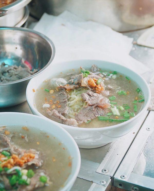 Quán ăn sáng ngon với hai món là hủ tiếu khô và hủ tiếu nước