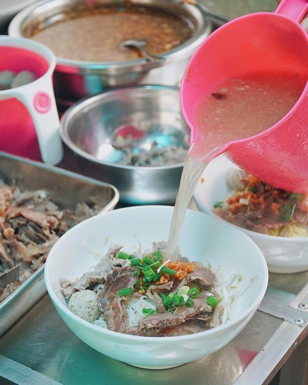 Quán ăn sáng ngon với đủ loại thịt nạm - gân - bò viên - sụn bò