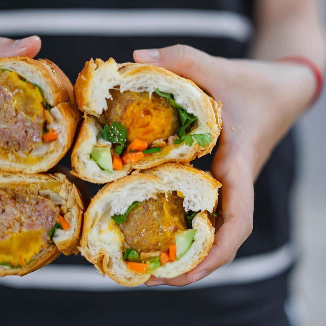 bánh mì trứng muối ngon ở Sài Gòn