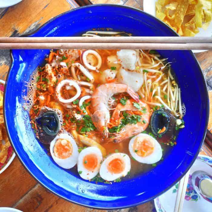 aroy mak mookata tom yum soup