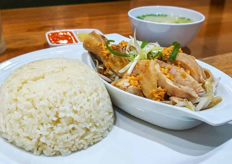 Best chicken rice in kuala lumpur: Hainan chicken rice with bean sprouts at Hometown Hainan Coffee