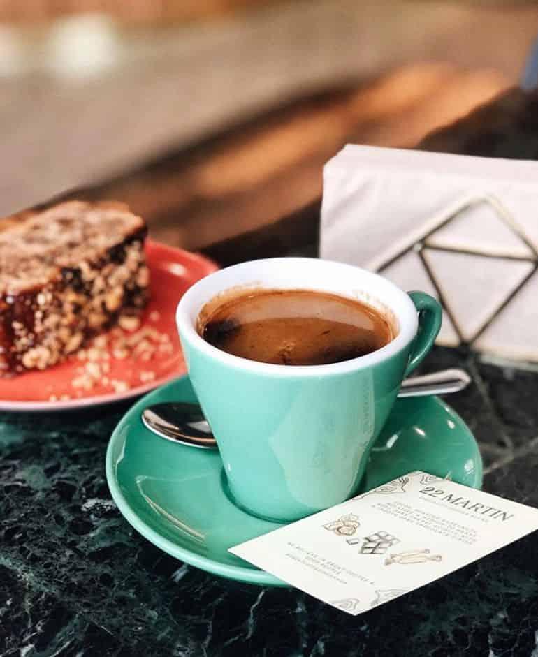 Cafe guide to TTDI Kuala Lumpur: Coffee and cake at common man ttdi