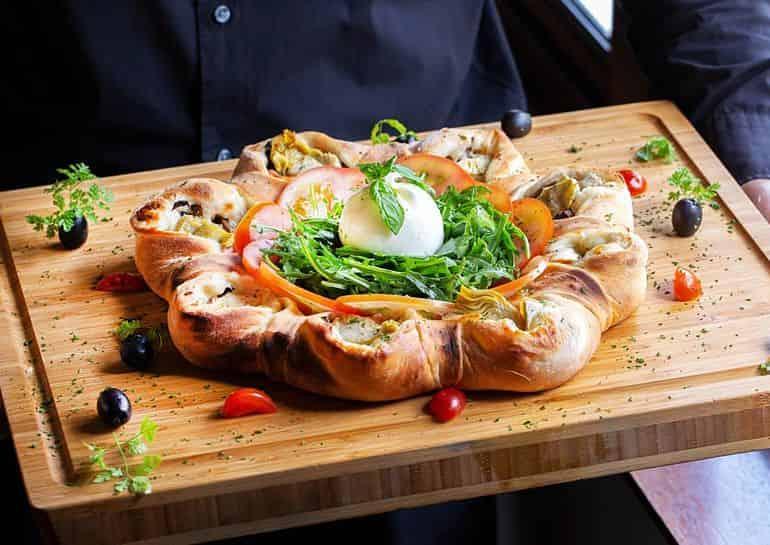 Best Italian restaurants in KL: Luce Osteria Contemporanea's garland-shaped pizza