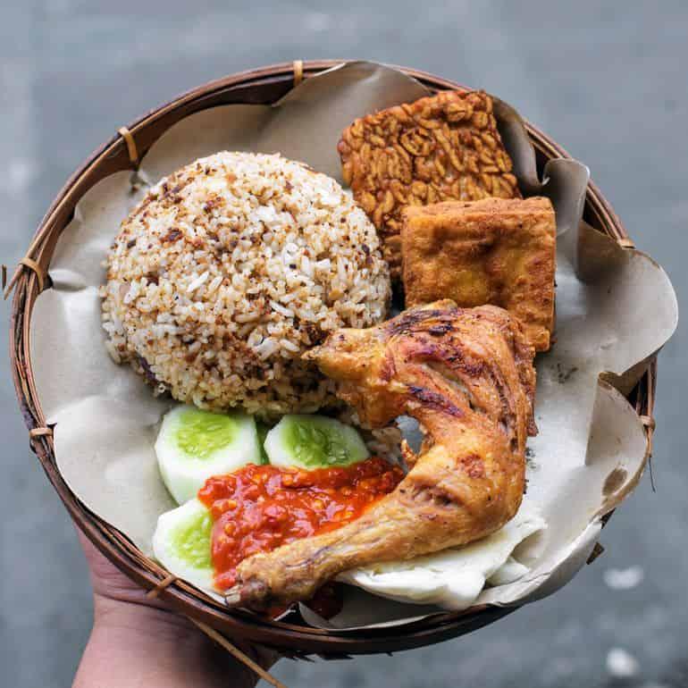 8 Makanan Khas Sunda Terdekat Di Jakarta Grab Id