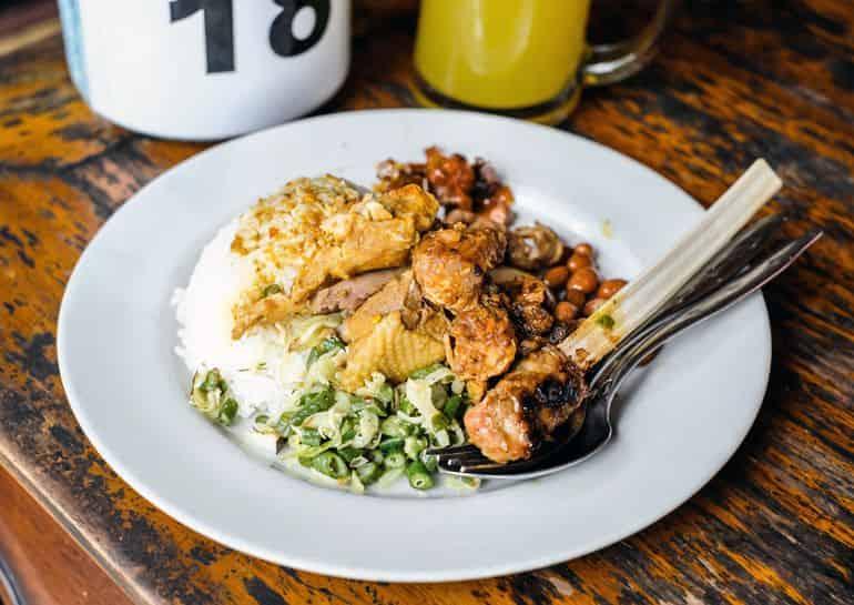 Balinese dishes: Nasi Ayam Kedewatan