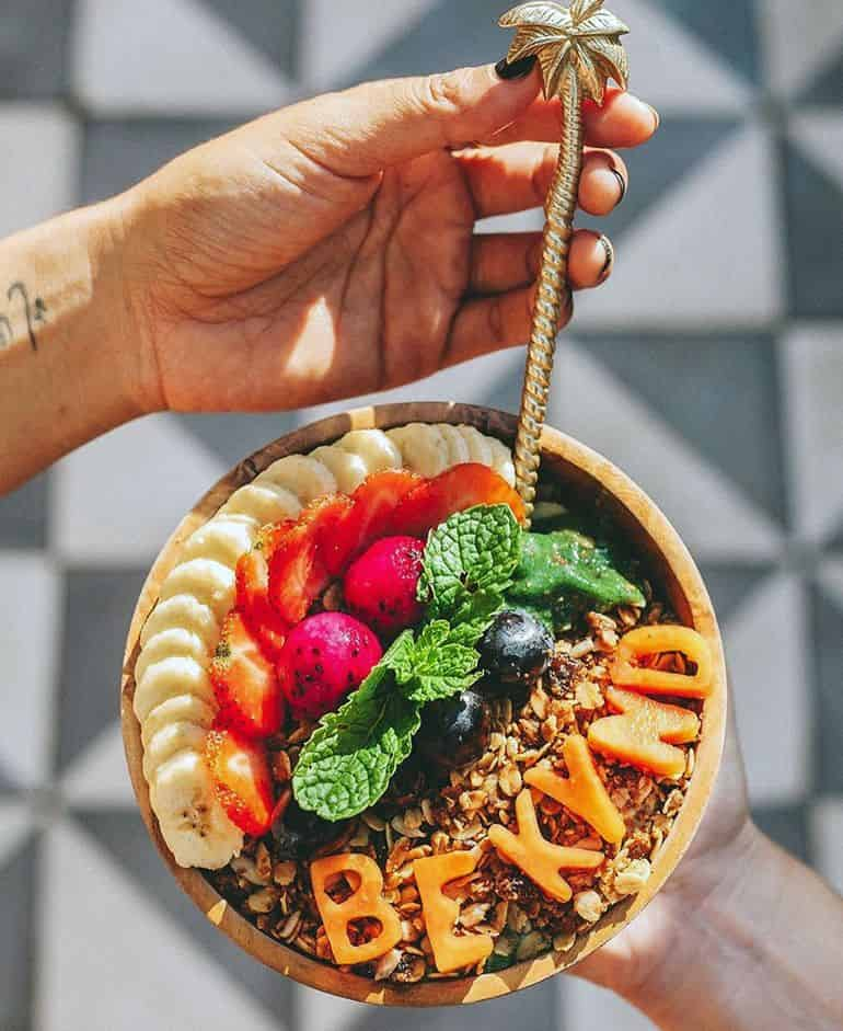 Best Bali cafes: Kynd Community Seminyak smoothie bowl